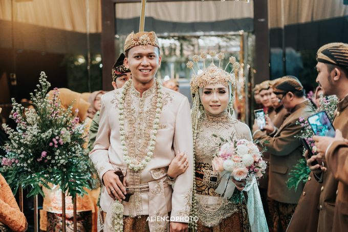 GKM GREEN TOWER WEDDING OF DESTY & RAMA by alienco photography - 022
