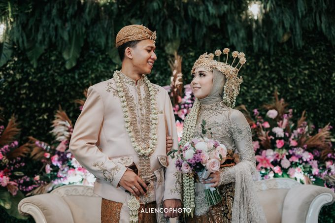 GKM GREEN TOWER WEDDING OF DESTY & RAMA by alienco photography - 031
