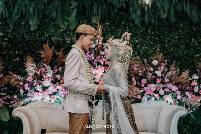 GKM GREEN TOWER WEDDING OF DESTY & RAMA by alienco photography - 032