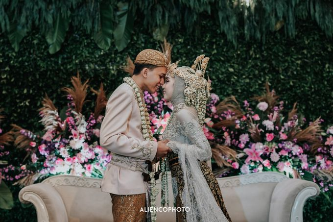 GKM GREEN TOWER WEDDING OF DESTY & RAMA by alienco photography - 029