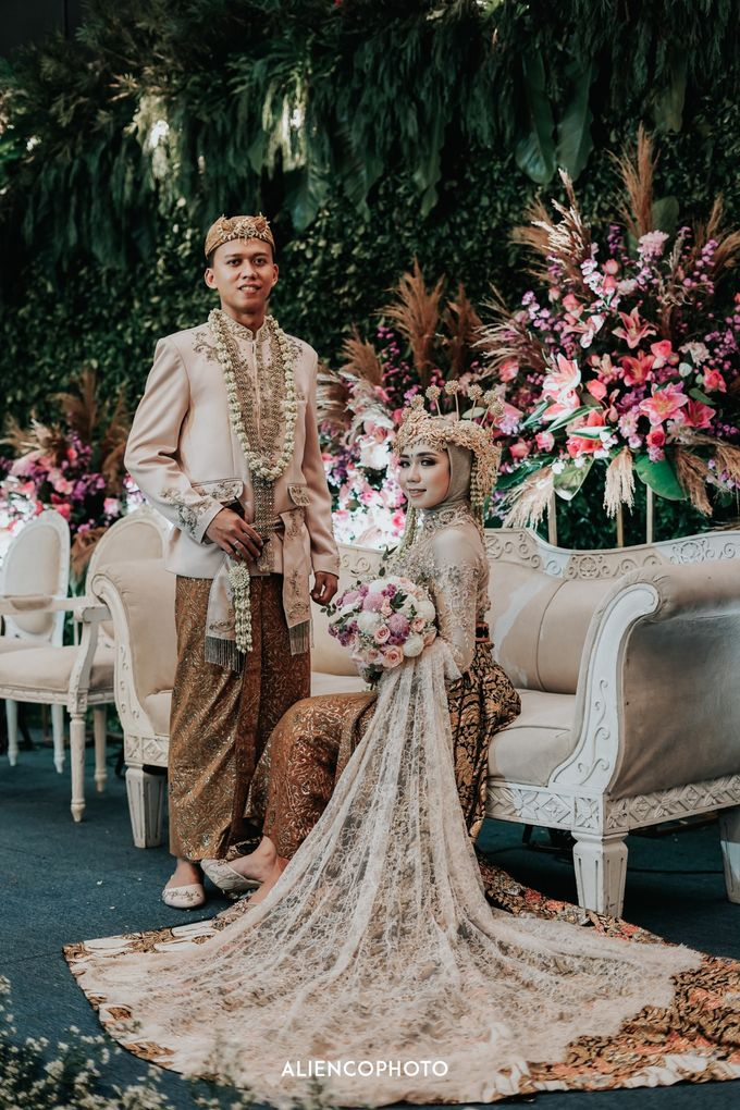 GKM GREEN TOWER WEDDING OF DESTY & RAMA by alienco photography - 039