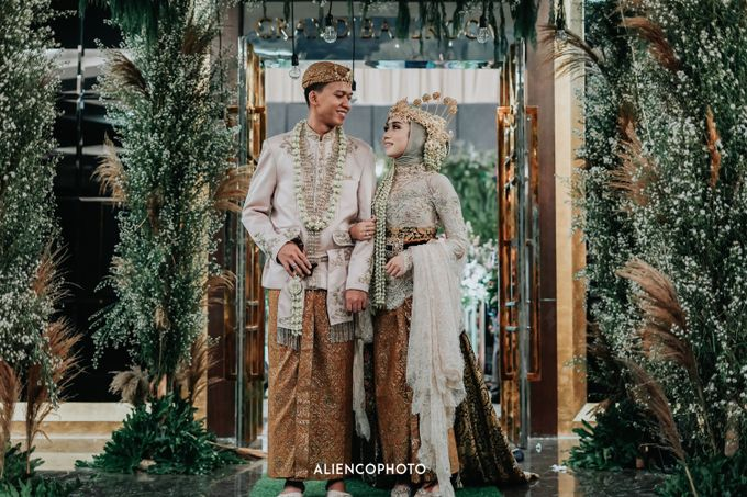 GKM GREEN TOWER WEDDING OF DESTY & RAMA by alienco photography - 035
