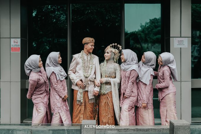 GKM GREEN TOWER WEDDING OF DESTY & RAMA by alienco photography - 041