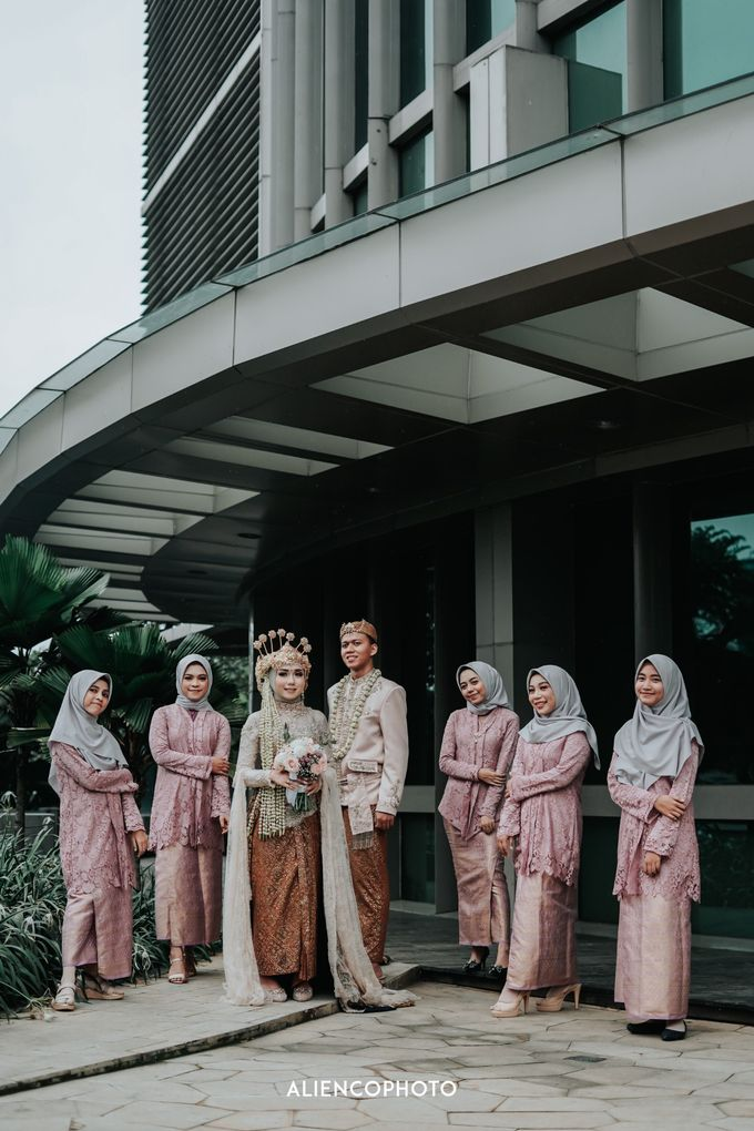 GKM GREEN TOWER WEDDING OF DESTY & RAMA by alienco photography - 005