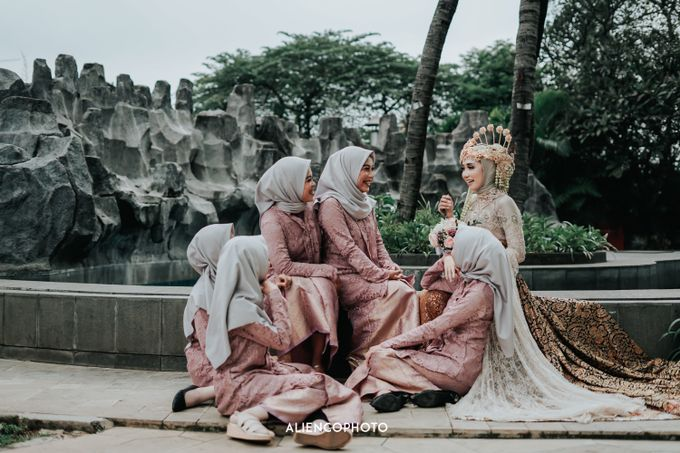 GKM GREEN TOWER WEDDING OF DESTY & RAMA by alienco photography - 006
