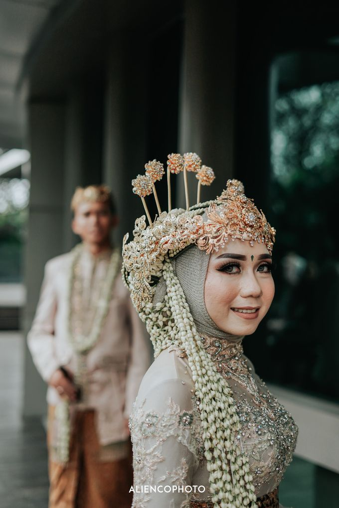 GKM GREEN TOWER WEDDING OF DESTY & RAMA by alienco photography - 008