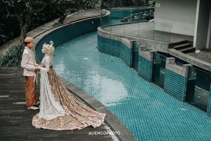 GKM GREEN TOWER WEDDING OF DESTY & RAMA by alienco photography - 009