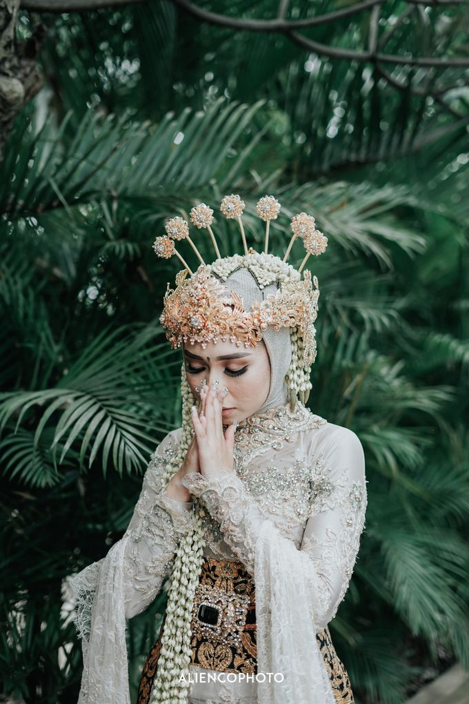 GKM GREEN TOWER WEDDING OF DESTY & RAMA by alienco photography - 019