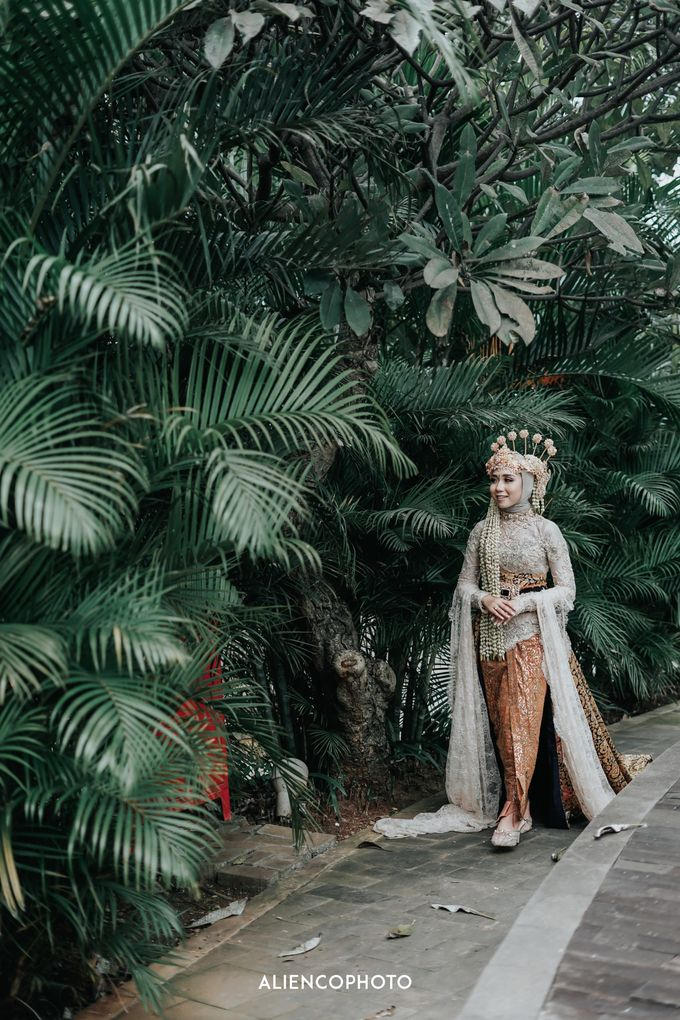 GKM GREEN TOWER WEDDING OF DESTY & RAMA by alienco photography - 017