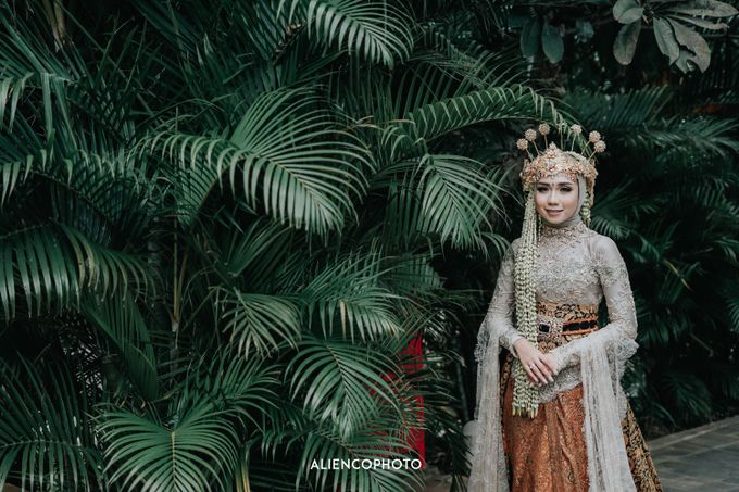 GKM GREEN TOWER WEDDING OF DESTY & RAMA by alienco photography - 014