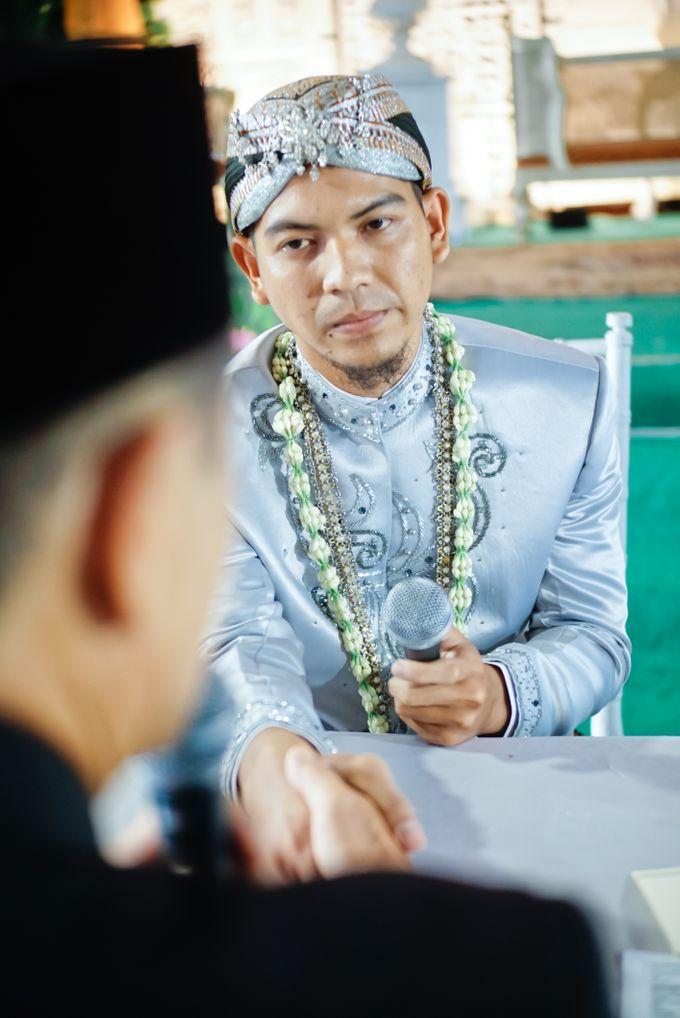 Wedding Ratri & Arief by aaron Photo & Cinema - 011