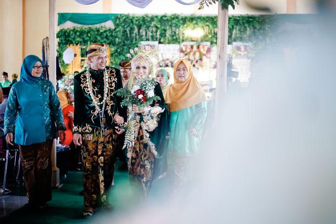 Wedding Ratri & Arief by aaron Photo & Cinema - 023