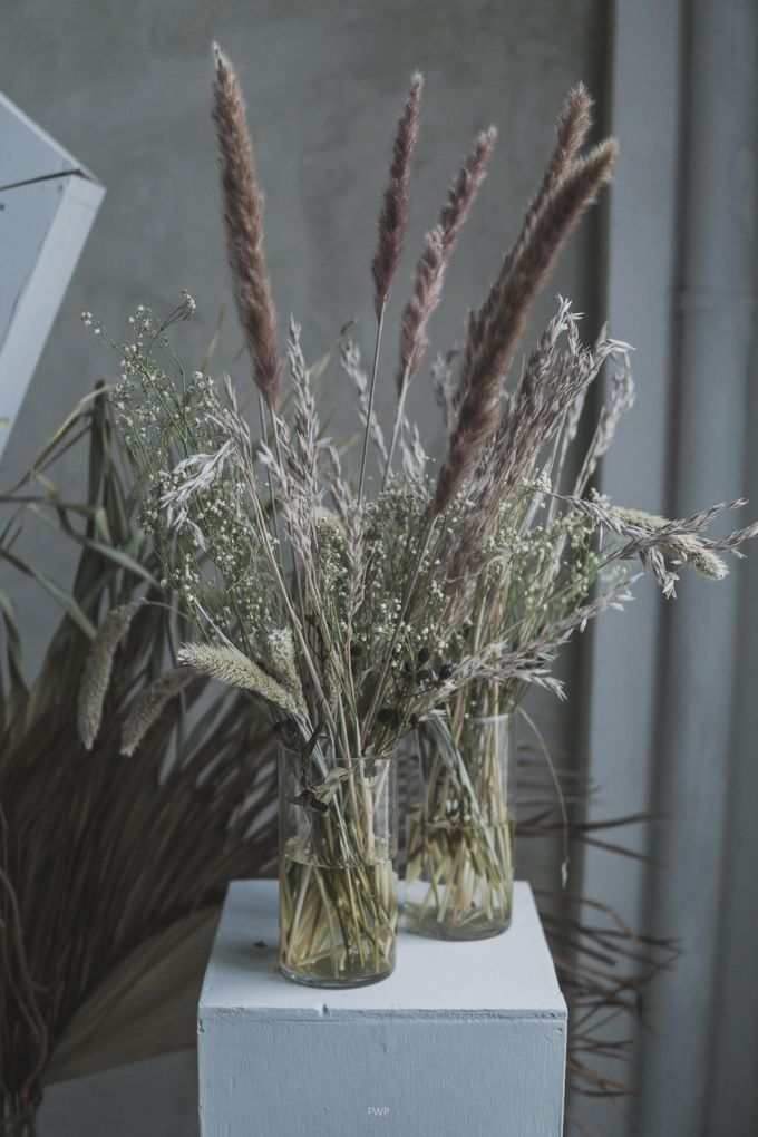 The Intimate Wedding between Two Haters of Fresh Flowers by Elior Design - 004