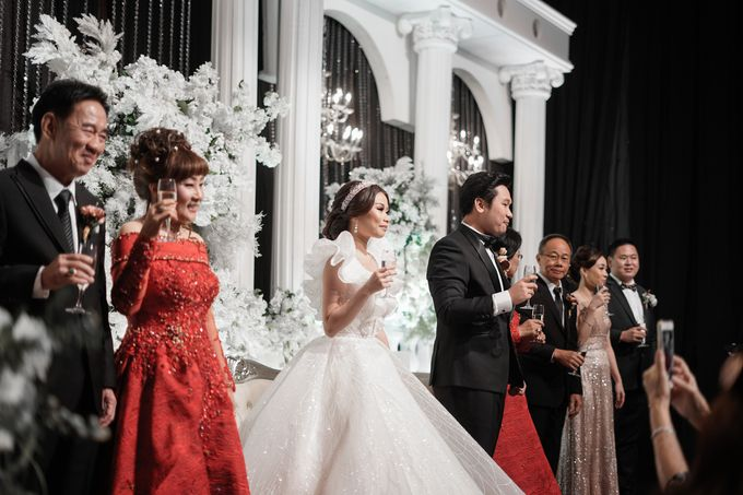 The Wedding of Olive & Wilson at Grand Hyatt Ballroom by La Oficio Entertainment - 006