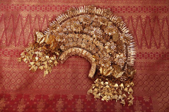 From The Traditional West Sumatra Wedding of Irsyad & Shella by Khayim Beshafa One Stop Wedding - 014