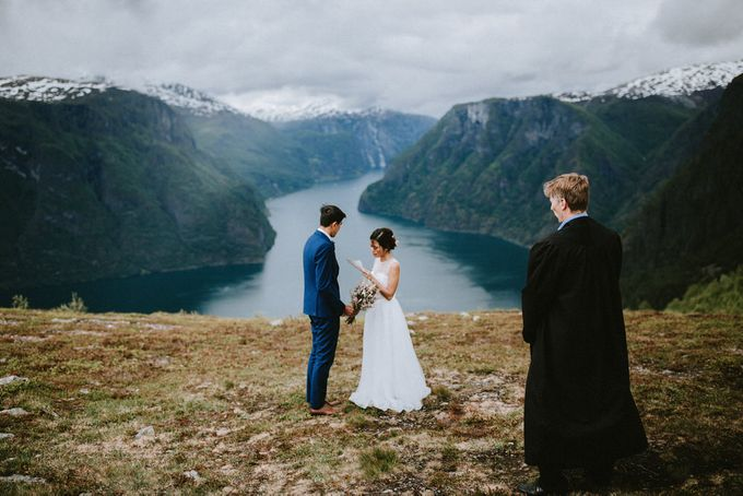 Grace & Ronnie - Elopement in Norway by Assemblage Photography - 001