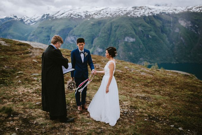 Grace & Ronnie - Elopement in Norway by Assemblage Photography - 002