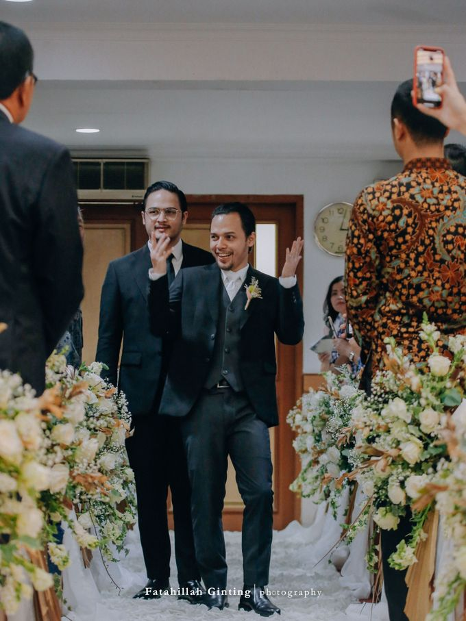 Rara & Deva Wedding Ceremony: From Teenage Lovers to Lifetime Partners by saptodjojokartiko bride - 017
