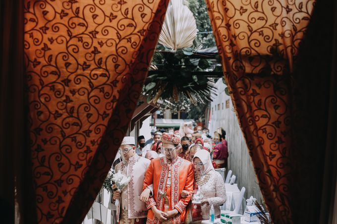 Venisya & Dimas Wedding at Home, Jakarta by Mirza Photography - 004