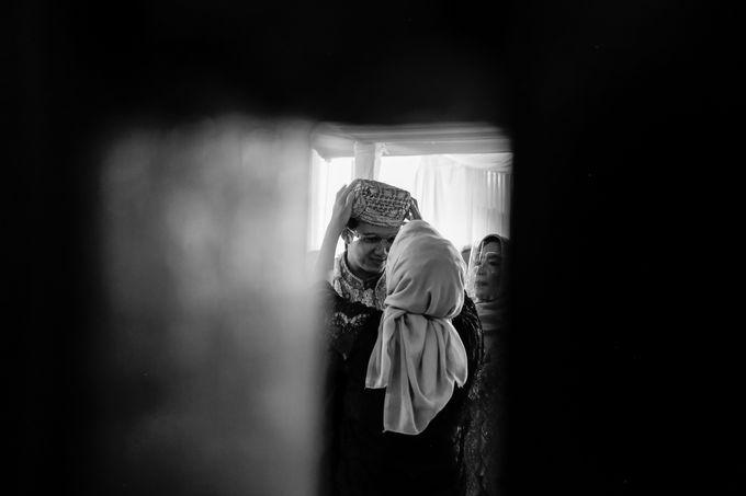Venisya & Dimas Wedding at Home, Jakarta by Mirza Photography - 005