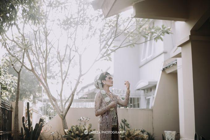 Dinda & Ryan Wedding at Shangri-La Hotel by Mirza Photography - 003