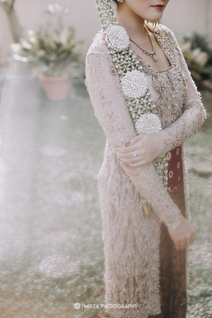 Dinda & Ryan Wedding at Shangri-La Hotel by Mirza Photography - 002