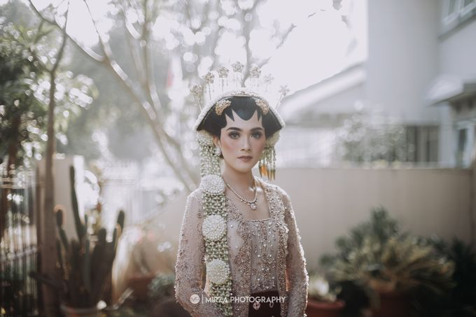 Dinda & Ryan Wedding at Shangri-La Hotel by Mirza Photography - 001