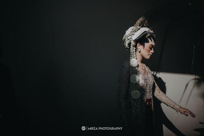 Dinda & Ryan Wedding at Shangri-La Hotel by Mirza Photography - 004