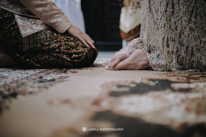Dinda & Ryan Wedding at Shangri-La Hotel by Mirza Photography - 006