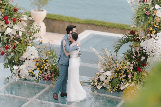 Tropical Lush Paradise Wedding at Amankila Villa, Bali by Silverdust Decoration - 005