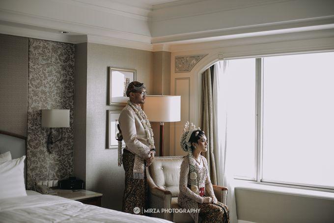 Dinda & Ryan Wedding at Shangri-La Hotel by Mirza Photography - 007