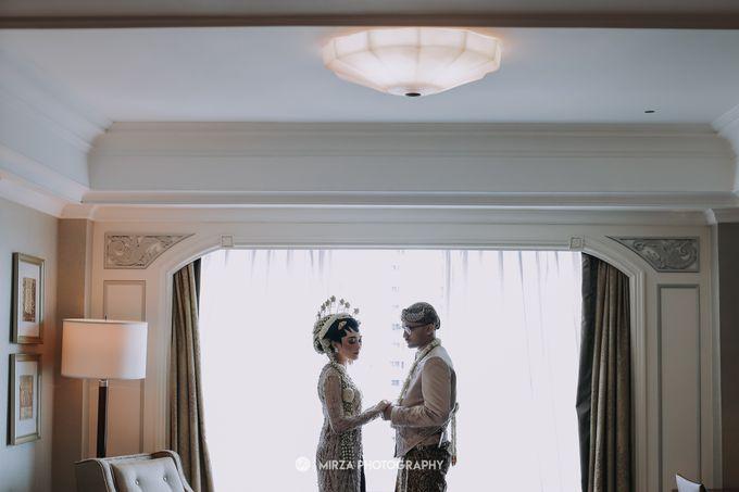 Dinda & Ryan Wedding at Shangri-La Hotel by Mirza Photography - 010