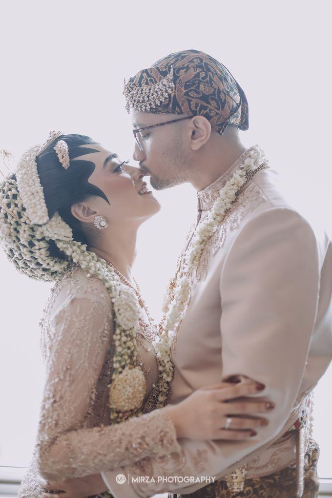 Dinda & Ryan Wedding at Shangri-La Hotel by Mirza Photography - 012