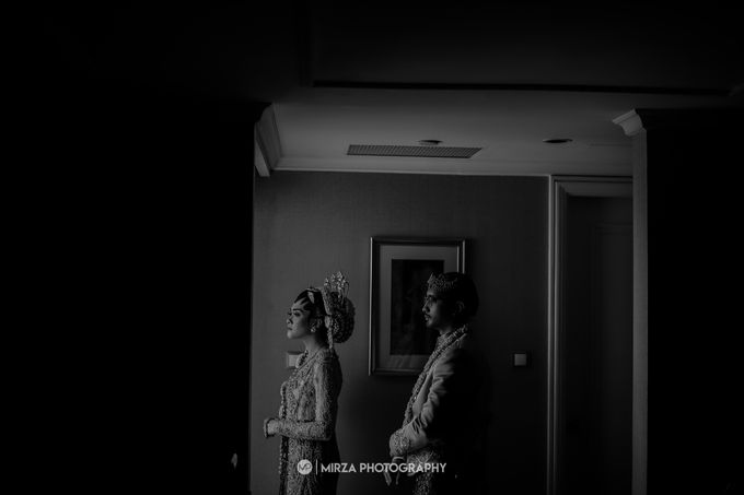 Dinda & Ryan Wedding at Shangri-La Hotel by Mirza Photography - 013