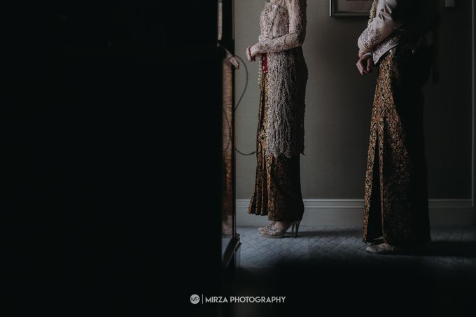 Dinda & Ryan Wedding at Shangri-La Hotel by Mirza Photography - 014