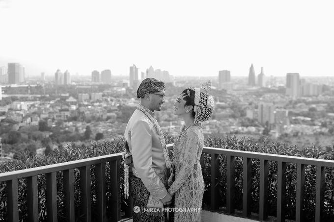 Dinda & Ryan Wedding at Shangri-La Hotel by Mirza Photography - 015