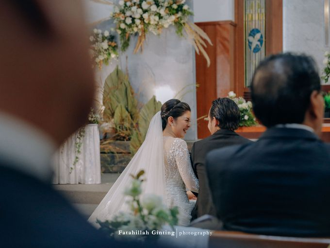 Rara & Deva Wedding Ceremony: From Teenage Lovers to Lifetime Partners by saptodjojokartiko bride - 025