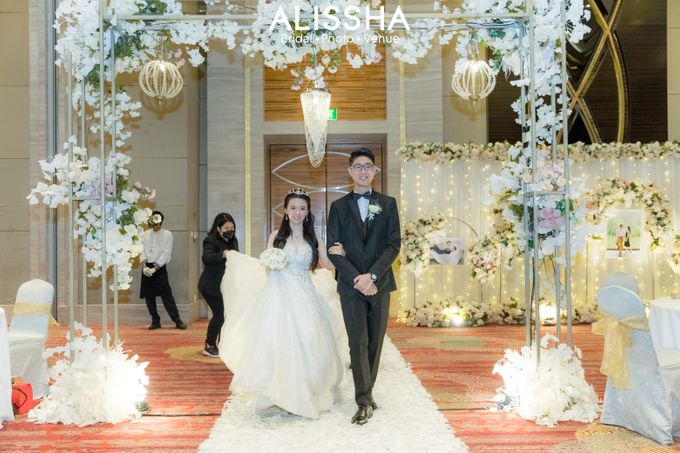 Wedding Day Fitria-Ricky Novotel Mangga Dua by Alissha Bride - 009