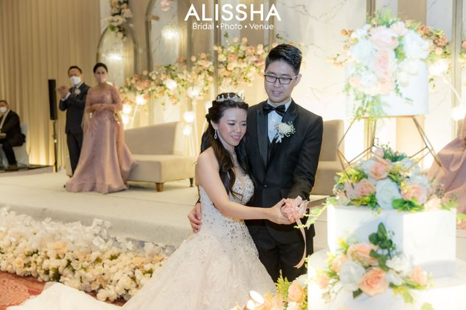 Wedding Day Fitria-Ricky Novotel Mangga Dua by Alissha Bride - 010