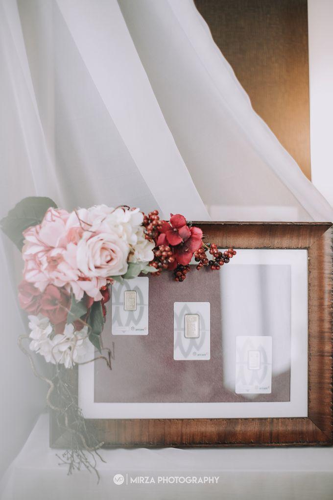 Saga & Manda Wedding at Hotel Santika Bintaro by Mirza Photography - 003