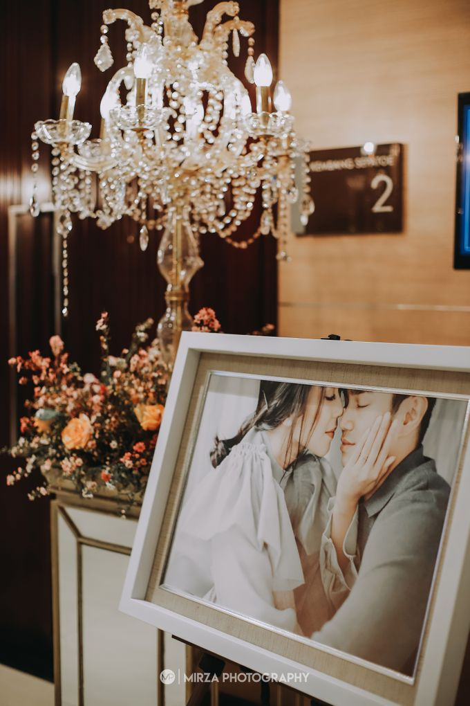 Saga & Manda Wedding at Hotel Santika Bintaro by Mirza Photography - 012