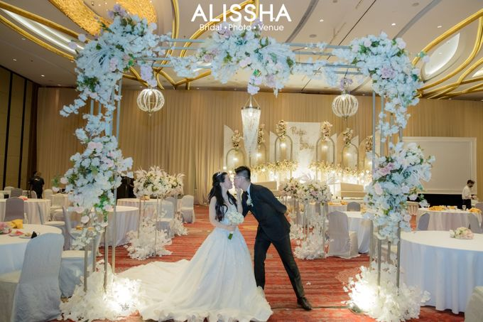 Wedding Day Fitria-Ricky Novotel Mangga Dua by Alissha Bride - 014