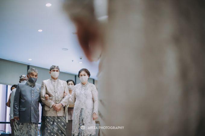 Saga & Manda Wedding at Hotel Santika Bintaro by Mirza Photography - 014