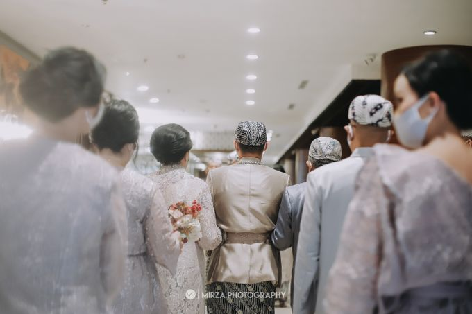 Saga & Manda Wedding at Hotel Santika Bintaro by Mirza Photography - 015