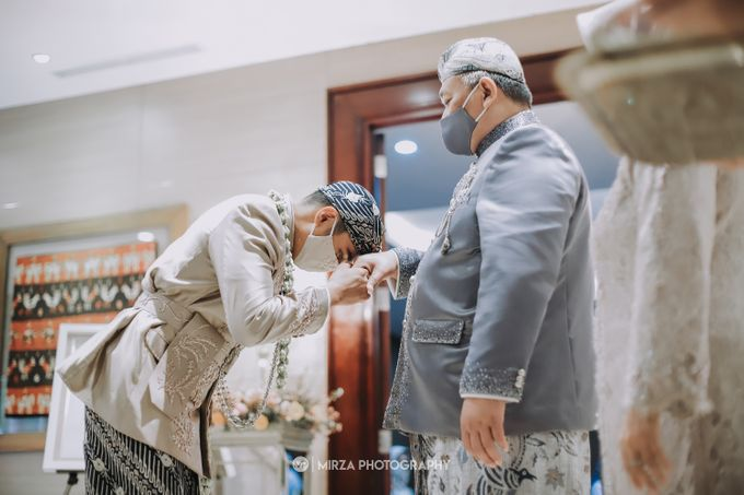 Saga & Manda Wedding at Hotel Santika Bintaro by Mirza Photography - 016