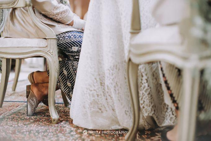 Saga & Manda Wedding at Hotel Santika Bintaro by Mirza Photography - 017