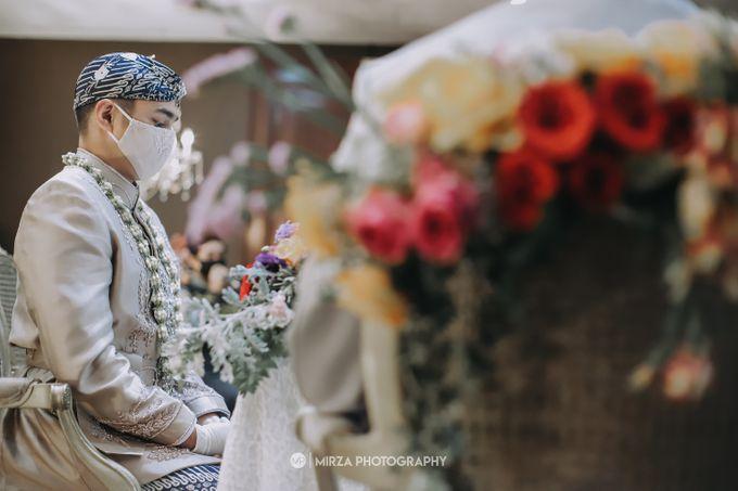Saga & Manda Wedding at Hotel Santika Bintaro by Mirza Photography - 018