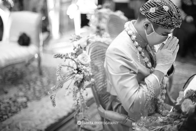 Saga & Manda Wedding at Hotel Santika Bintaro by Mirza Photography - 020
