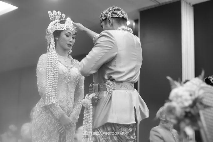 Saga & Manda Wedding at Hotel Santika Bintaro by Mirza Photography - 022