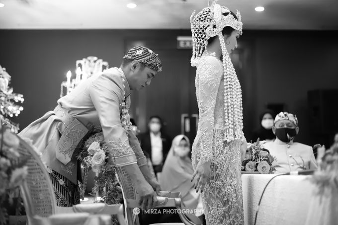 Saga & Manda Wedding at Hotel Santika Bintaro by Mirza Photography - 001